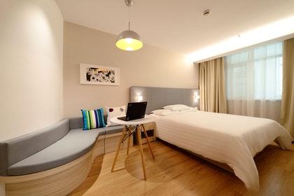 Kaj hotelskim gostom ponuja televizijski sistem Hotel TV Nevron